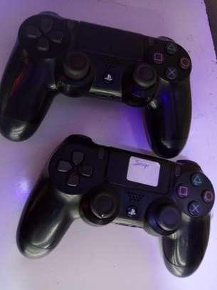 playstation 4 pads image 1