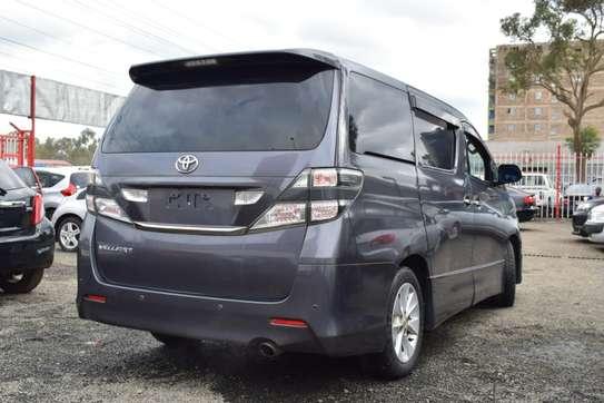 Toyota Vellfire image 6