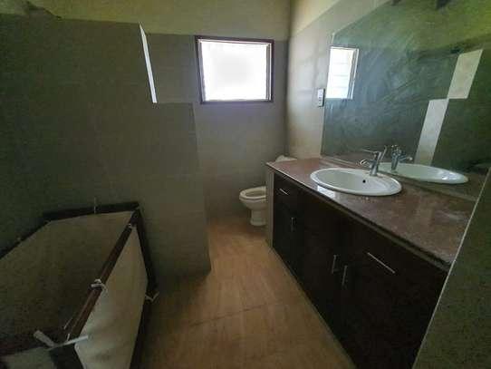 4 bedroom spacious house in Runda image 13