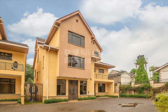 Stunning 5 Bedroom Townhouse to rent in Lavington image 7