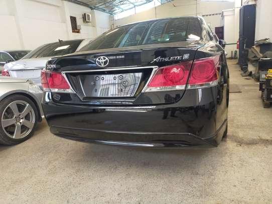 Toyota Crown image 2