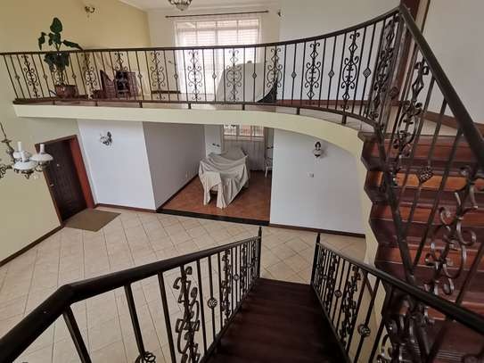 Excellent 4 bedroom duplex apartment all ensuite with dsq image 14