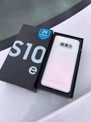 Samsung S10E image 1