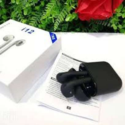 I12Twin wireless earbuds image 1