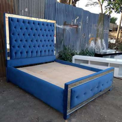 5 x 6 Tufted bed image 1