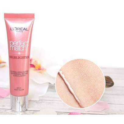 L'Oreal Perfect Match Highlighter Rosy Glow. image 2