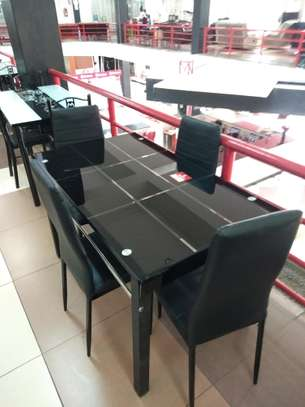 4 seaters dining table at Christmas offer price