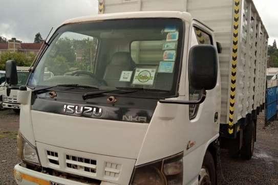 Isuzu NKR image 9