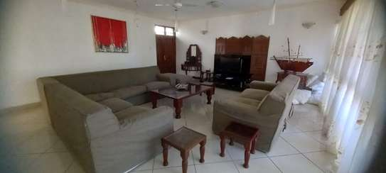 4br Furnished house with SQ for rent in Old Nyali. HR31 image 9
