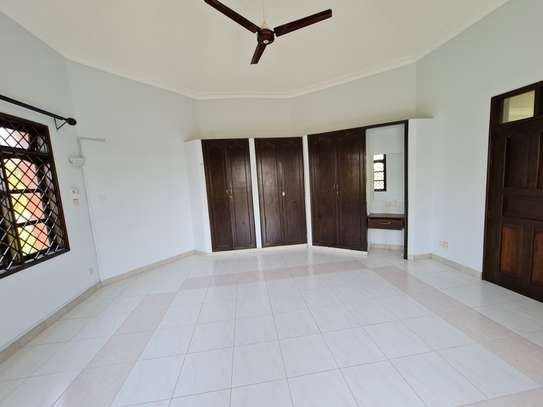 4 bedroom house for rent in Nyali Area image 13