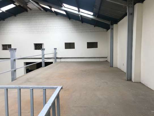 9000 ft² warehouse for rent in Industrial Area image 7