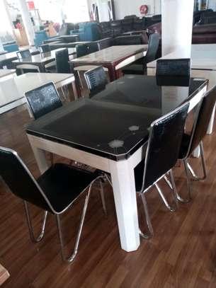Elegant 6 seats dining table image 1