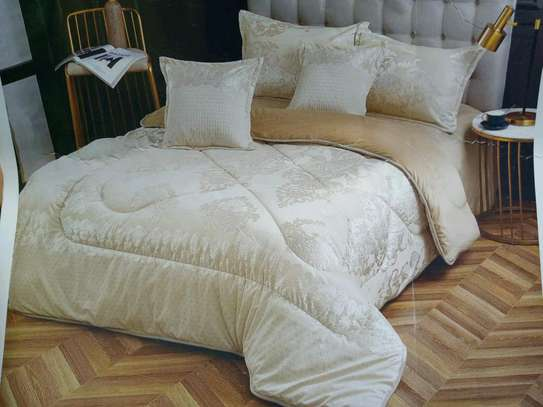 High quality Velvet duvets with silk decorations. Comes with  1 bedsheet, 2 pillow cases and 2 comforter cases