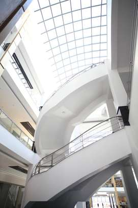 2000 ft² commercial property for rent in Valley Arcade image 2