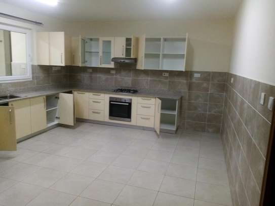 Spacious 2, 3 and 4 bedroom houses to let in Westlands state of the art and tasteful finish and the security is very high image 3