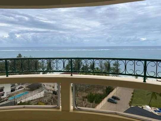 Very spacious 4 Bedroom sea view apartments to let at nyali Mombasa Kenya image 3