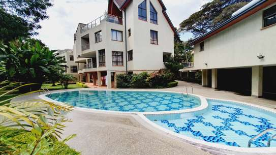5 bedroom house for rent in Lavington image 12