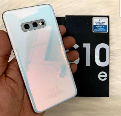 Samsung S10e image 4