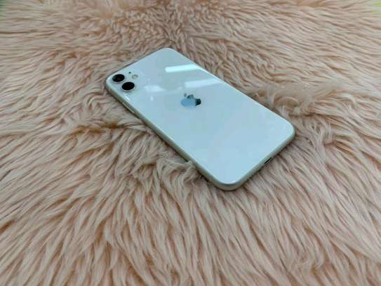 Apple Iphone 11 White  [ 256 Gigabytes ] image 2