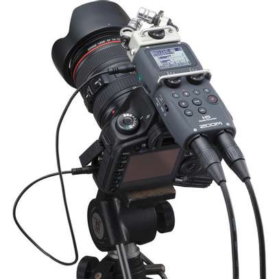 Zoom H5 4-Input / 4-Track Portable Handy Recorder with Interchangeable X/Y Mic Capsule image 2