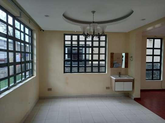 4 bedroom villa for rent in Lavington image 8