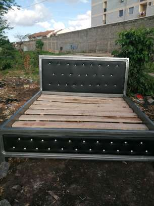 6 by 6 shallow button bed