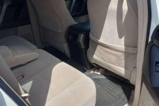 Toyota Land Cruiser Prado VX V6 image 2