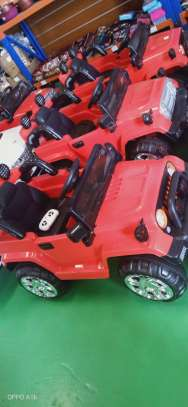 Children charging toy car image 1