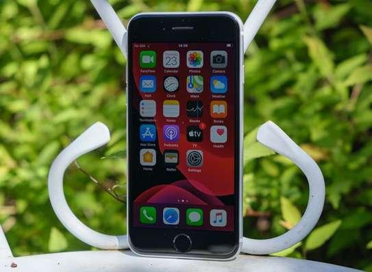 iPhone SE 2020 image 3