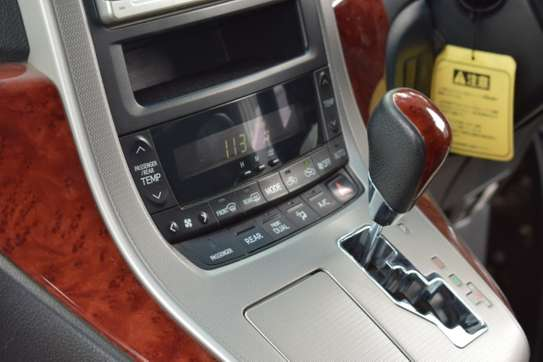 Toyota Vellfire image 16