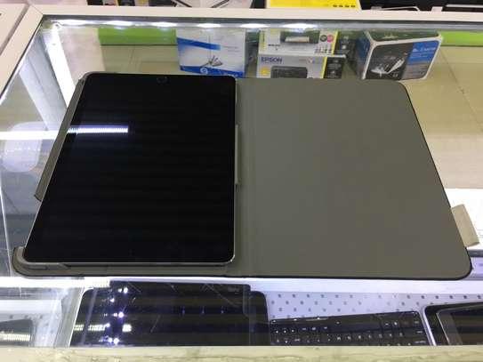 Ipad air 2 WiFi 128gb version 14.3 @ 36000 image 2