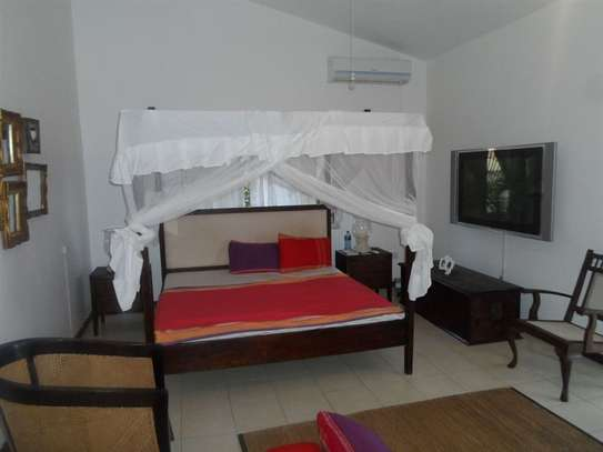 4 bedroom house for sale in Mkomani image 10