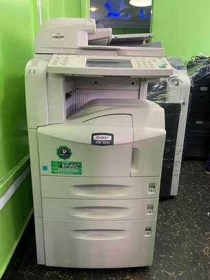 B/w Kyocera KM-5050 Photocopier Machine image 1