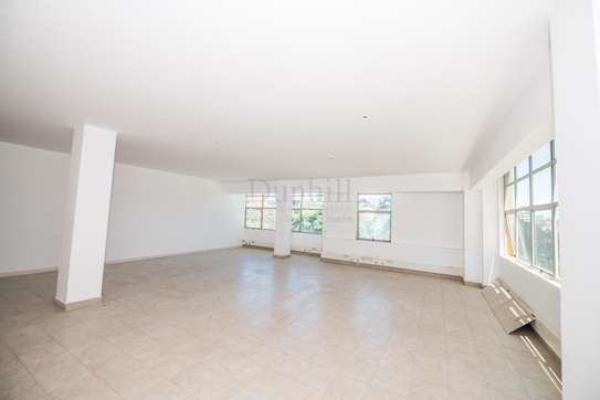 900 ft² office for rent in Westlands Area image 11