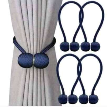 Magnet curtain rods