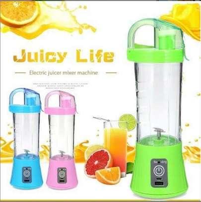 Portable juice blender image 1