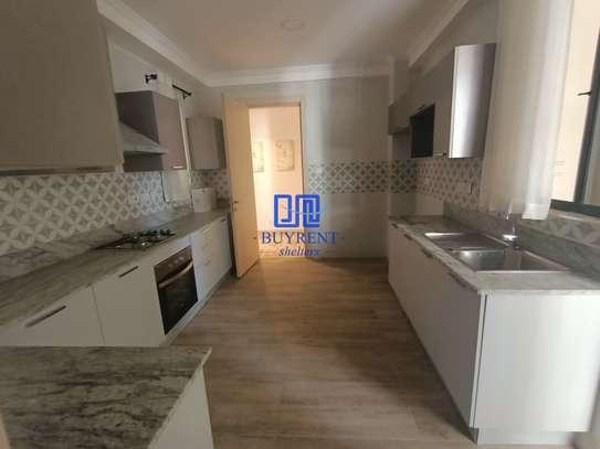 4 bedroom apartment for rent in Parklands image 3
