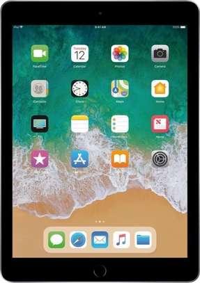 Apple iPad 9.7 (2017) 128GB image 1