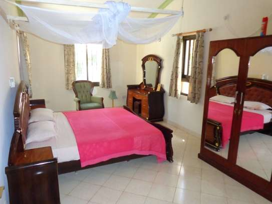 4 br fully furnished house with swimming pool for rent in Nyali. ID1529 image 11