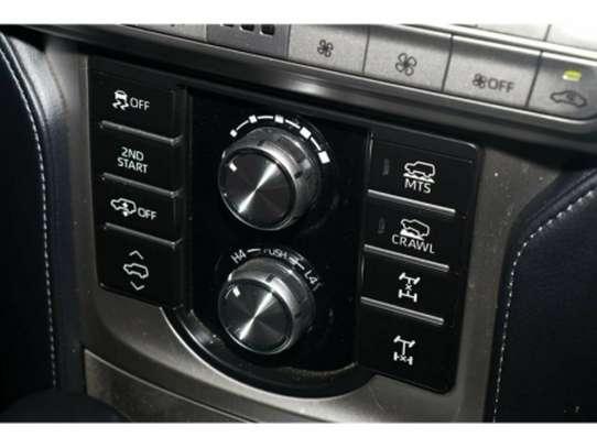 Toyota Land Cruiser Prado image 7