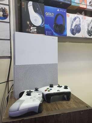 EX UK XBOX ONE S 1TB(2 pads)
