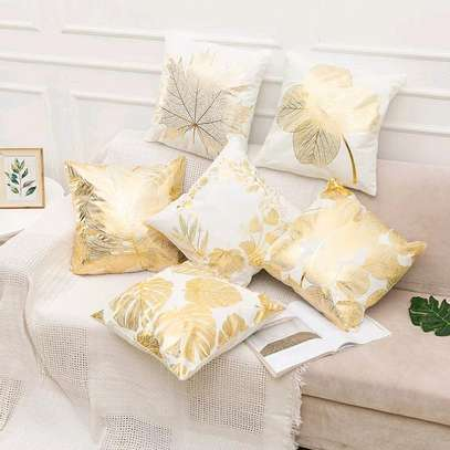 QUALITY THROWPILLOWS AND CASES image 1