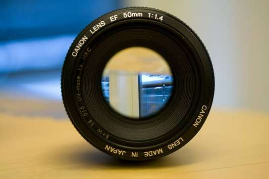 Canon lens 50mm f 1.4 image 2