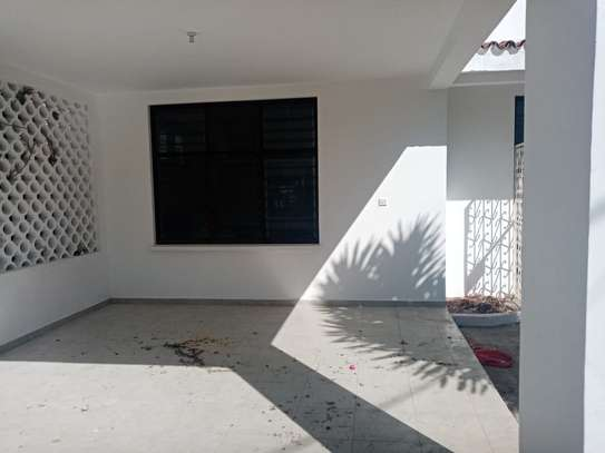 4br house for rent in Nyali Mombasa. HR33 image 2