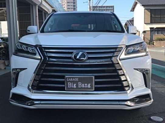 Lexus Lx570 2018 White 2000Km image 1