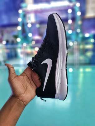 NIKE AIR MAX Workout and Training Shoe