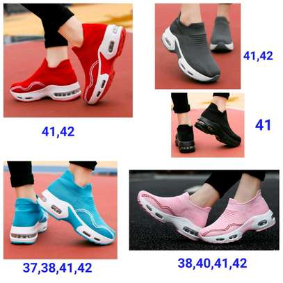 Sports shoes/Sneakers image 1