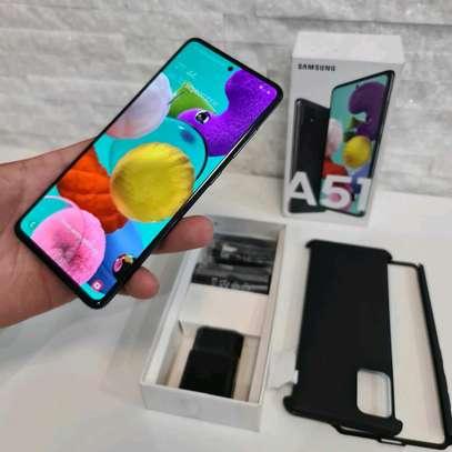 Samsung Galaxy A51 : 128 Gigabytes : 5 Phone Cases image 2