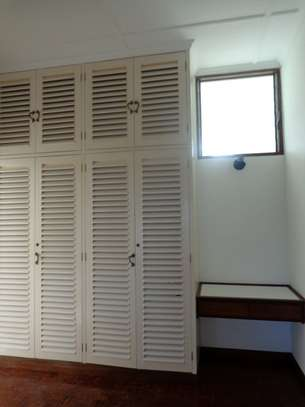 4br beach villa house with 2br guest wing for rent in Nyali. Hr15 - 1229 image 4