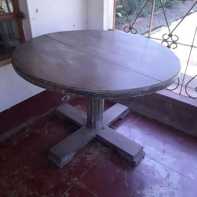 4 - 6 seater dining table